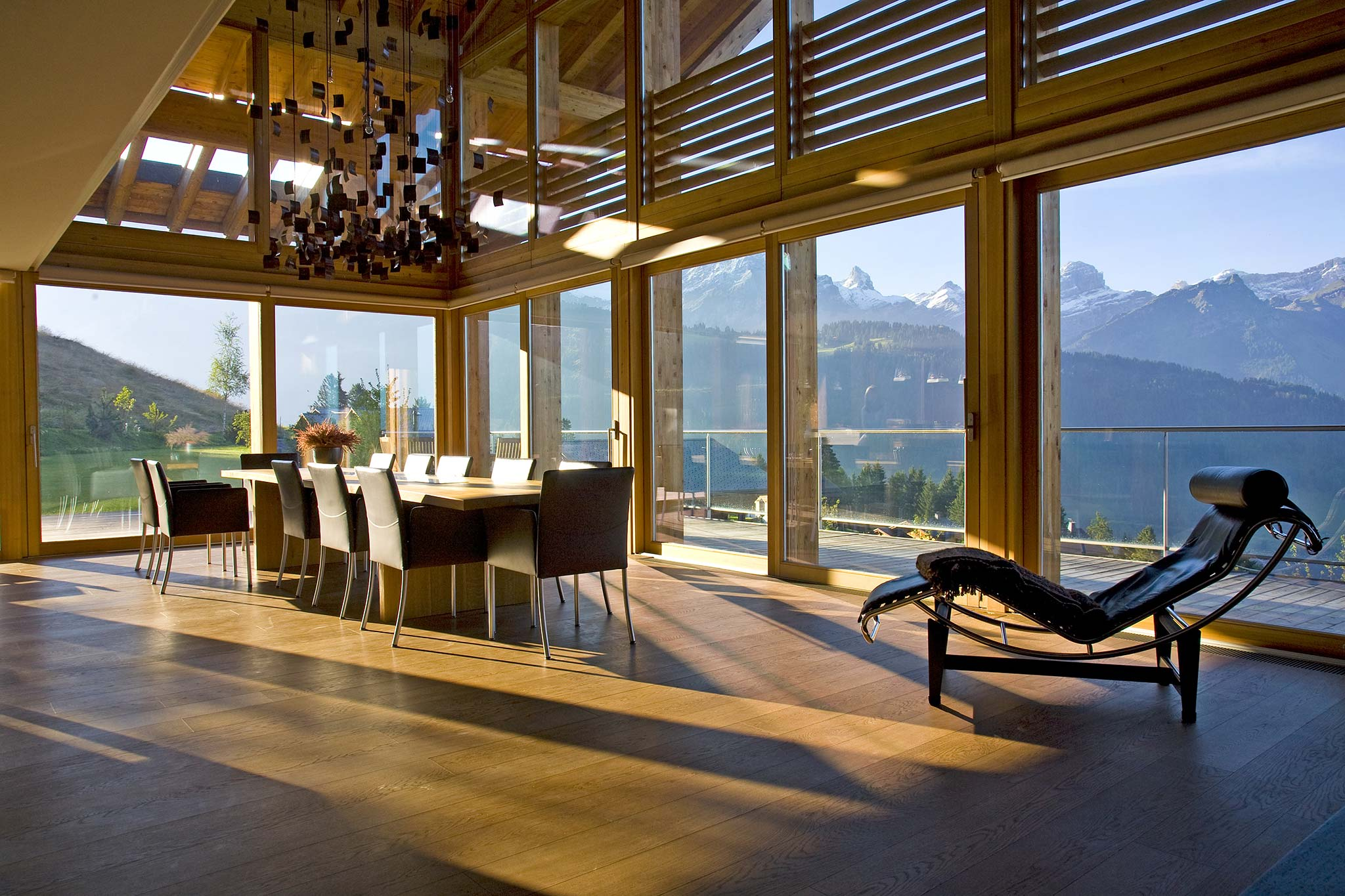 Modern swiss chalet interior design callender howorth - Chalet architectuur ...
